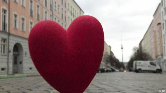 Heart on a Berlin street (DW)