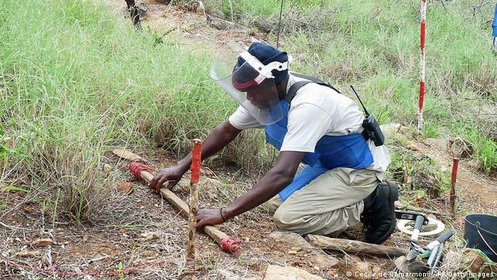Minenräumung in Angola