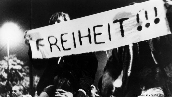 1989'da Berlin Duvarı'nın yıkılmasından önceki haftalarda Leipzig kentinde her pazartesi on binlerce kişi sokaklara çıkarak protestolar gerçekleştirdi.