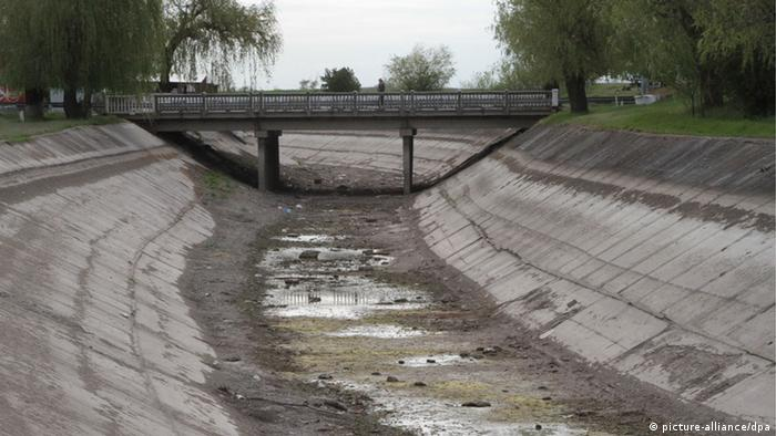 Північно-Кримський канал після перекриття води. Фото зроблене у квітні 2014 року
