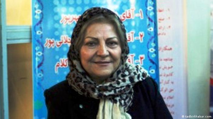 گیتی پورفاضل، وکیل دادگستری، از امضاکنندگان بیانیه درخواست استعفای خامنهای است که مرداد ۹۸ منتشر شد. خانم پورفاضل چند هفته پس از انتشار بیانیه بازداشت شد و تا اواخر آبان در زندان اوین ماند. دادگاه انقلاب او را به چهار سال و دو ماه حبس محکوم کرد که در مرحله تجدیدنظر به ۲۷ ماه تقلیل یافت. او روز یکشنبه ۱۶ شهریور ۹۹ برای اجرای این حکم به زندان اوین منتقل شد.