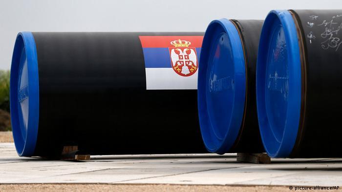South Stream Pipeline Rohre der Gazprom liegen in Serbien bereit zum Bau.