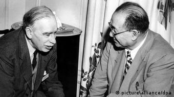 John Keynes y el ministro de Finanzas chino, H.H. Kung. (1944).