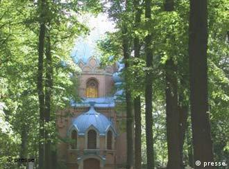 The Russian Orthodox cemetery in the Tegel district is worth a visit