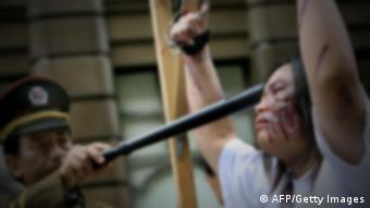 Folter Asien Symbolbild Inszenierung UNSCHARF VERFREMDET