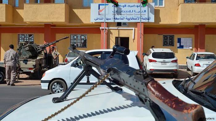 Parlamentswahlen in Libyen Sabha Armee Wahllokal 25.6.2014 (Foto: REUTERS/Saddam Alrashdy)