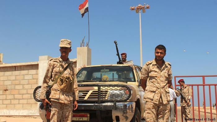 سربازان ارتش یمن در برابر کاخ ریاست جمهوری (عکس از آرشیو)