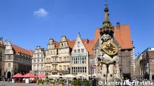 Der Roland in Bremen gehört zum Unesco Weltkulturerbe und symbolisierte einst die Unabhängigkeit der Stadt von der Kirche. kameraauge - Fotolia #36152317