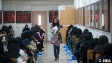 Titel: Aufnahmeprüfung Bildbeschreibung: 1,3 Millionen nehmen an der Aufnahmeprüfung für die Uni teil. Stichwörter: Iran, KW26, Aufnahmeprüfung, Uni, Studenten, Prüfung Quelle: ISNA Lizenz: Frei
