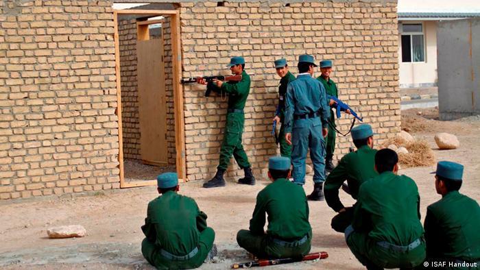 Deutschland übergibt das Ausbildungszentrum in Mazar-e-Sharif 26.06.2014