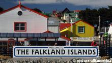 Wilkommens-Schild an der Hafeneinfahrt von Port Stanley, der Hauptstadt der Falklands. Aufgenommen am 05.12. 2012. Foto: Daniel Gammert