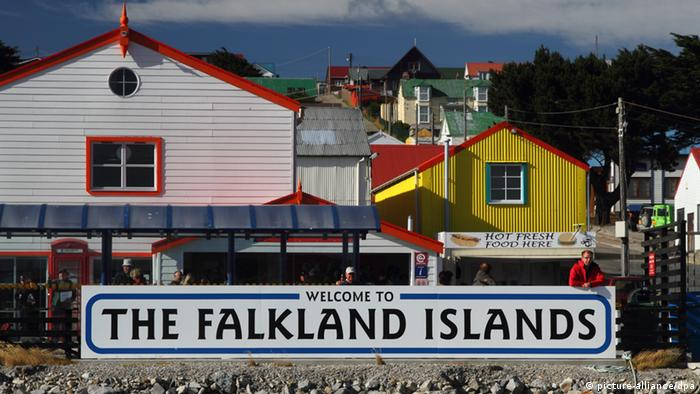 Welcome to the Falkland Islands sign (picture-alliance/dpa)