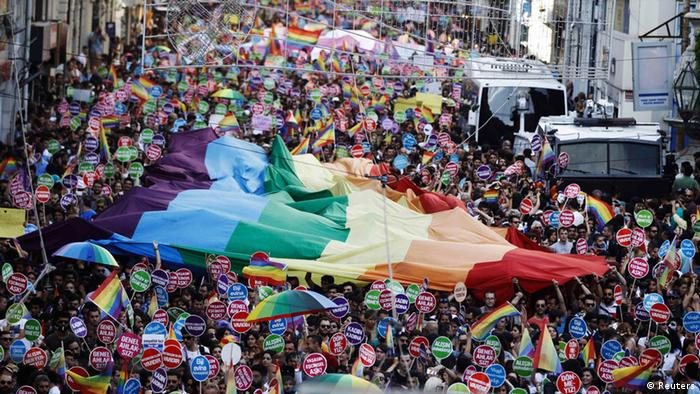 Istanbul Gay Pride 2014. (Photo: REUTERS/Osman Orsal)