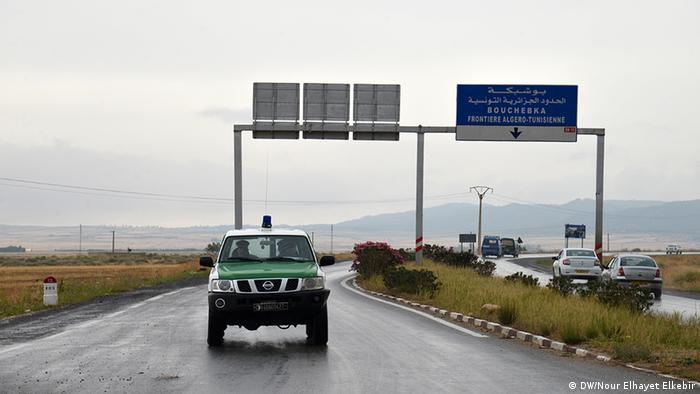 Algerien Tunesien Grenzgebiet Polizeiauto