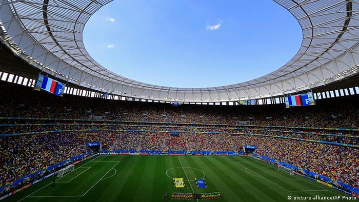 FIFA Fußball WM 2014 Frankreich gegen Nigeria Stadion in Brasilia (picture-alliance/AP Photo)