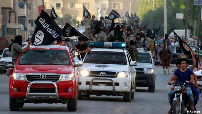 رژه نظامی جهادگرایان داعش در سوریه در ۳۰ ژوئن ۲۰۱۴