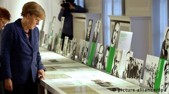 A woman looks at exhibits (Photo: Michael Sohn/dpa)