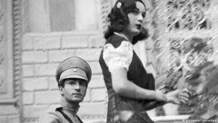 Reza Pahlavi, der spätere Schah von Persien, mit seiner ersten Frau Prinzessin Fawzia
