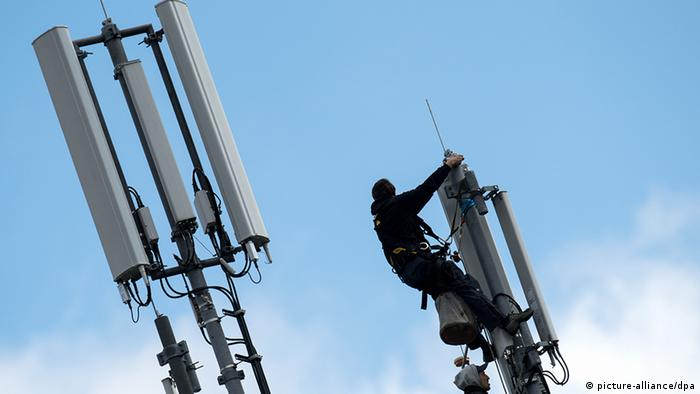 Deutschland Mobilfunkmast LTE (picture-alliance/dpa)