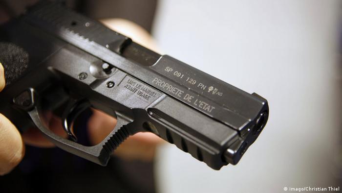 A Sig Sauer SP2022 gun