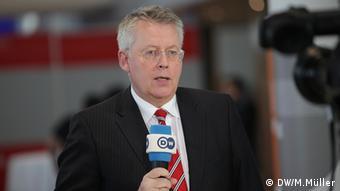 Σκληρή κριτική κατά της απόφασης άσκησε ο γενικός διευθυντής της DW Πέτερ Λίμπουργκ