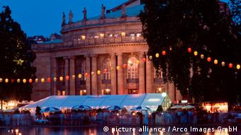 The Staatstheater Stuttgart in the evening with colorful lights. (Photo: picture alliance / Arco Images GmbH)