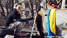 Bilder für ein Interview mit einer ukrainischen Künstlerin - Mariya Diordichuk- die auf dem Maidan Bilder gemalt hat, um auf die Zustände dort hinzuweisen. Rechte haben wir durch den Reporter Angus Paterson von ihr bekommen, sowohl für Social Media als auch online. Caption: Mariya Diordichuk paints events on Maidan Square
