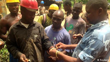 Westafrika Sierra Leone Ebola Virus ausgebrochen Bluttest