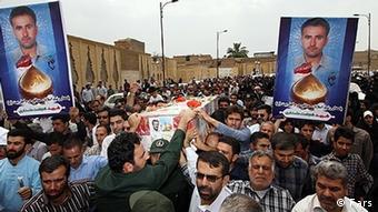 مراسم تشییع جنازه خلبان شجاعت علمداری مورجانی