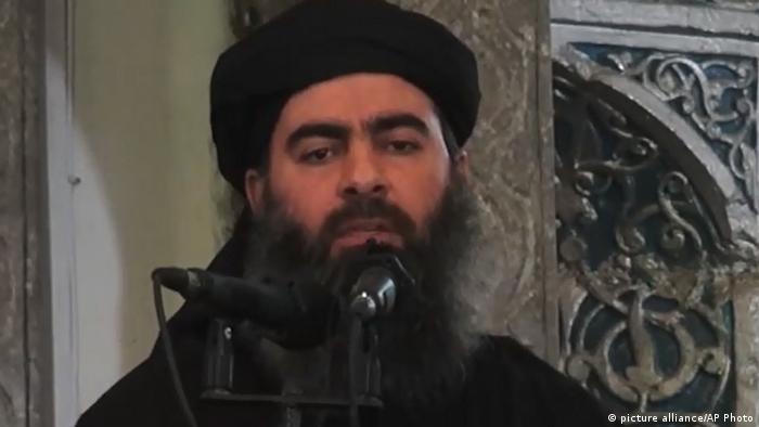 Irak - Abu Bakr Al-Bagdadi zeigt sich in einem Youtube-Video (picture alliance/AP Photo)