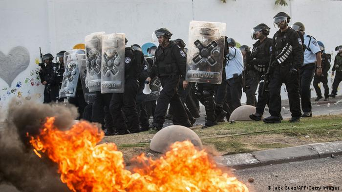 Israeli riot police secure a street during clashes with Palestinian protesters (Photo: JACK GUEZ/AFP/Getty Images)