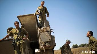 Wanajeshi wa Israel wakiwa nje ya eneo la Gaza ya Kati.(06.07.2014)