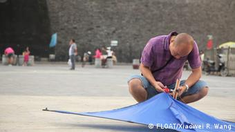 A man holds a kite with air pollution sensors built by FLOAT (Photo: FLOAT/Xiaowei R. Wang)