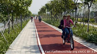Cyclists using greenways in China (Photo: Karl Fjellstrom/itdp.org.ch/CC BY 3.0)