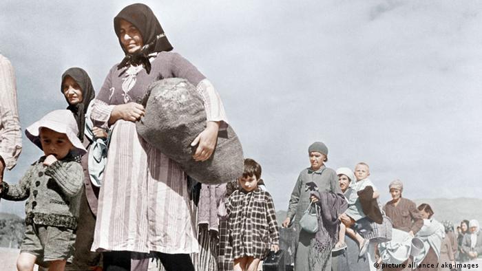 Refugiados polacos huyen durante la II Guerra Mundial a través de Rusia, hacia Irán.