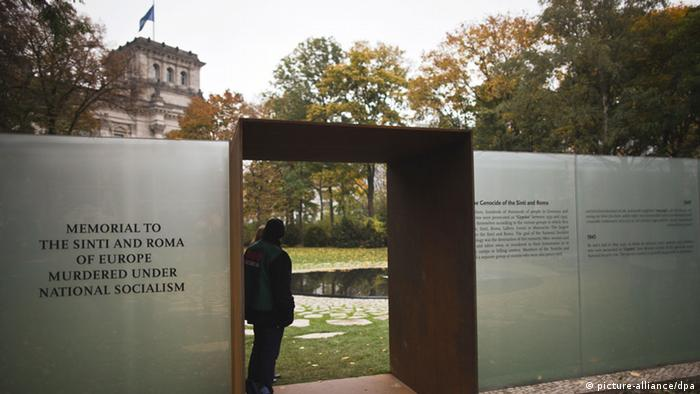 Blick auf die Gedenkstätte für die im Nationalsozialismus ermordeten Sinti und Roma in Berlin (Foto: dpa)