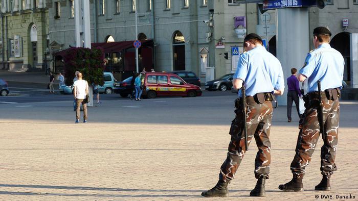 Милиционеры на одной из улиц в Минске (фото из архива)