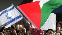 Bandeiras palestina e israelense durante protesto: apoio a dois Estados nunca foi tão baixo