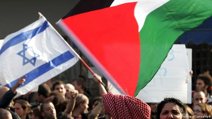 Symbolbild Palästina Israel Flaggen Konflikt (picture-alliance/dpa)