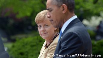 La canciller alemana, Angela Merkel (al fondo), el presidente estadounidense, Barack Obama. (Archivo)