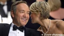 Emmy Nominierungen; Kevon Spacey und Robin Wright bei der Ehrung für House of Cards (picture-alliance/dpa)