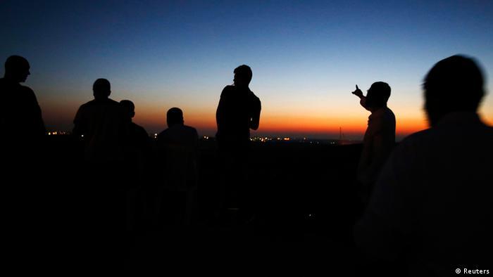 Israelenses observam os ataques aéreos à Faixa de Gaza