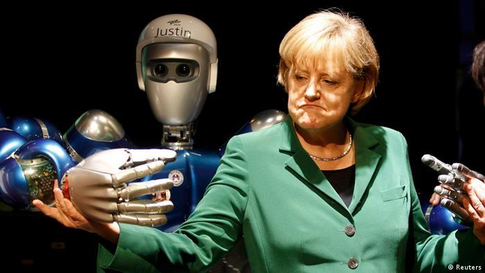Pessoa em meio a mãos de robôs.