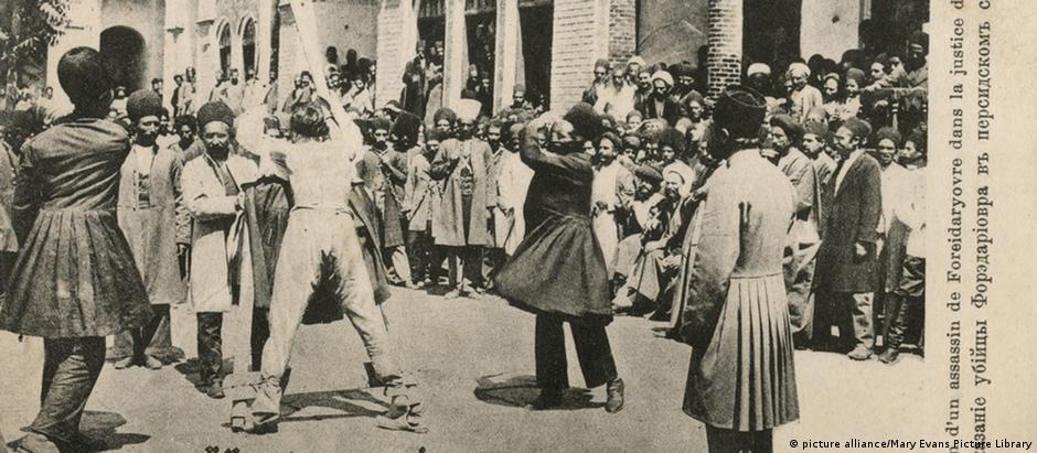 Punição pública de criminoso na Pérsia, cerca de 1910