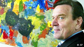 Gerhard Schröder vor Malerei