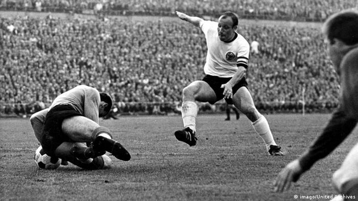 Uwe Seeler 1966 (imago/United Archives)