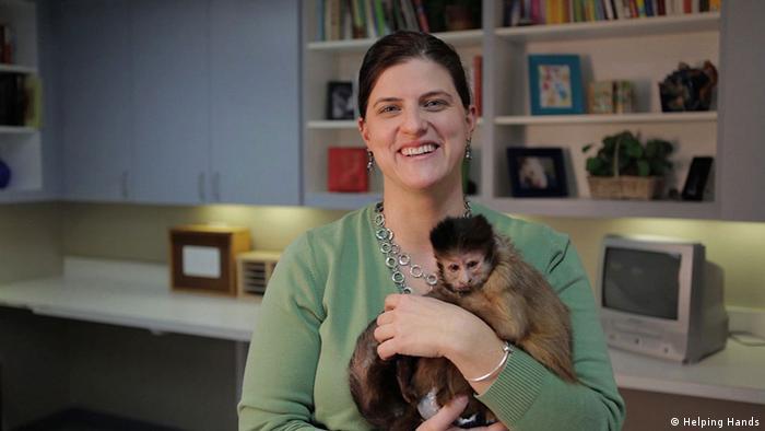 Megan Talbert mit Kapuzineraffe Organisation Helping Hands