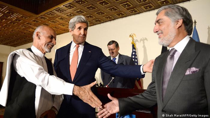 US-Außenminister John Kerry in Afghanistan mit Ashraf Ghani (l.) und Abdullah Abdullah