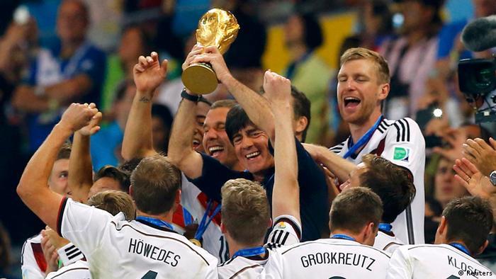 Fußball WM 2014 Brasilien Deutsche Fußballnationalmannschaft Jubel Pokal (Reuters)
