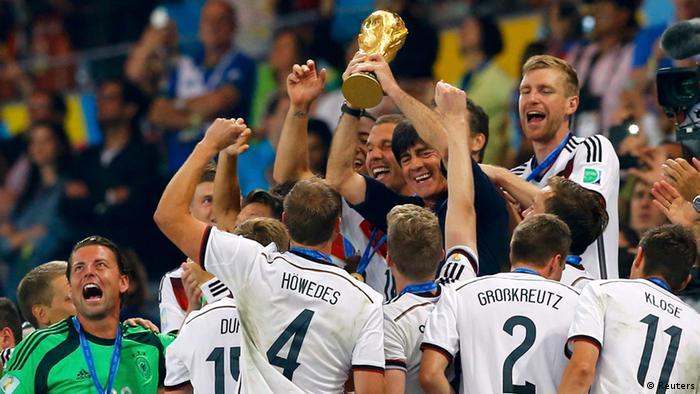 Fußball WM 2014 Deutsche Fußballnationalmannschaft Jubel Pokal